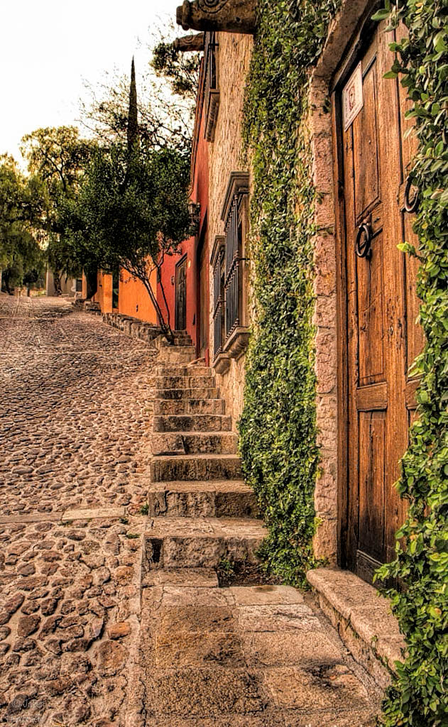 Architecture of San Miguel de Allende Mexico | Image By Indiana Architectural Photographer Jason Humbracht